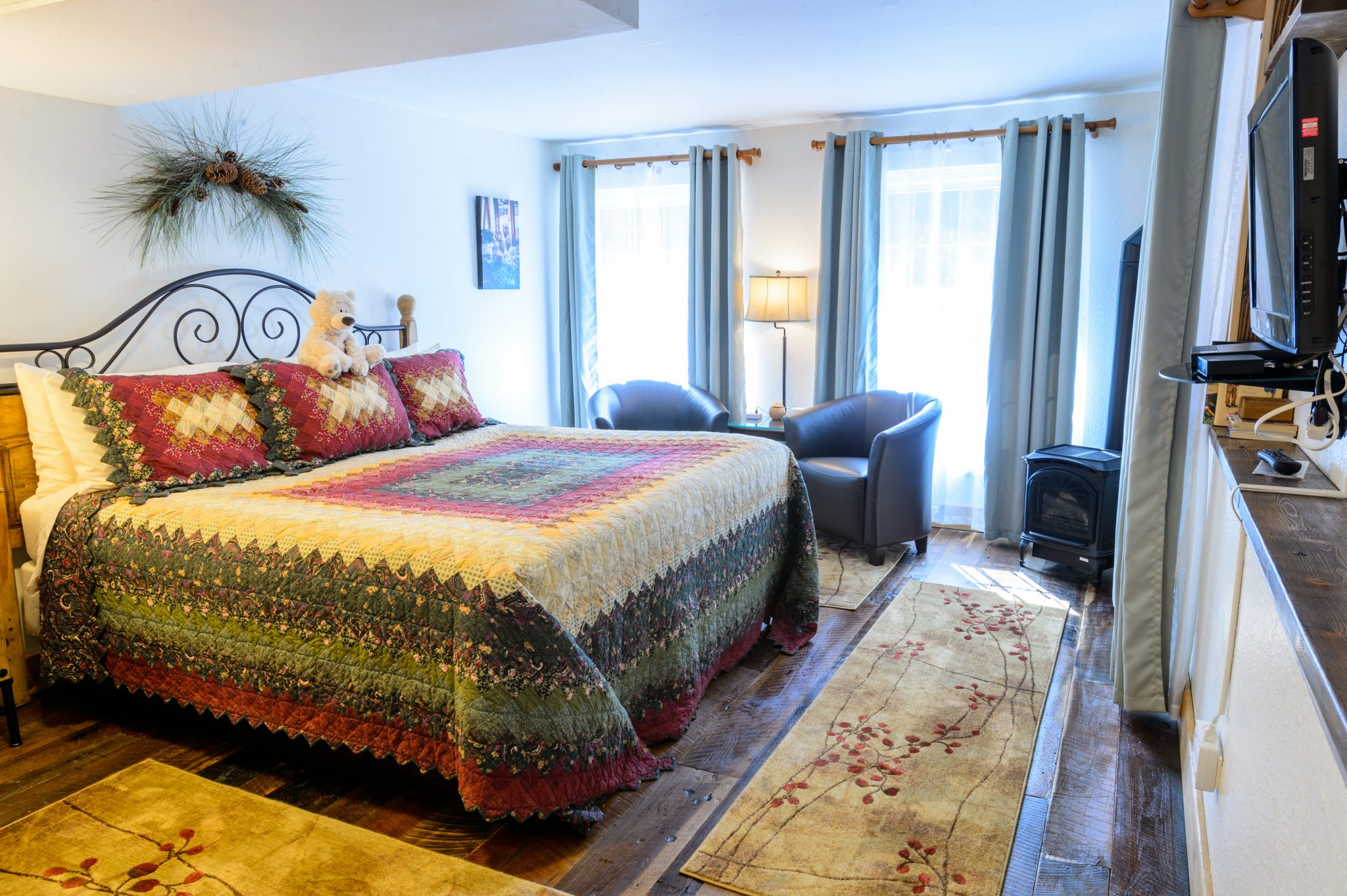 King Bed and Sitting Area