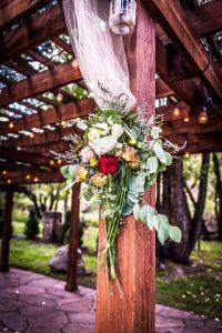 Flower arrangement on the pergola