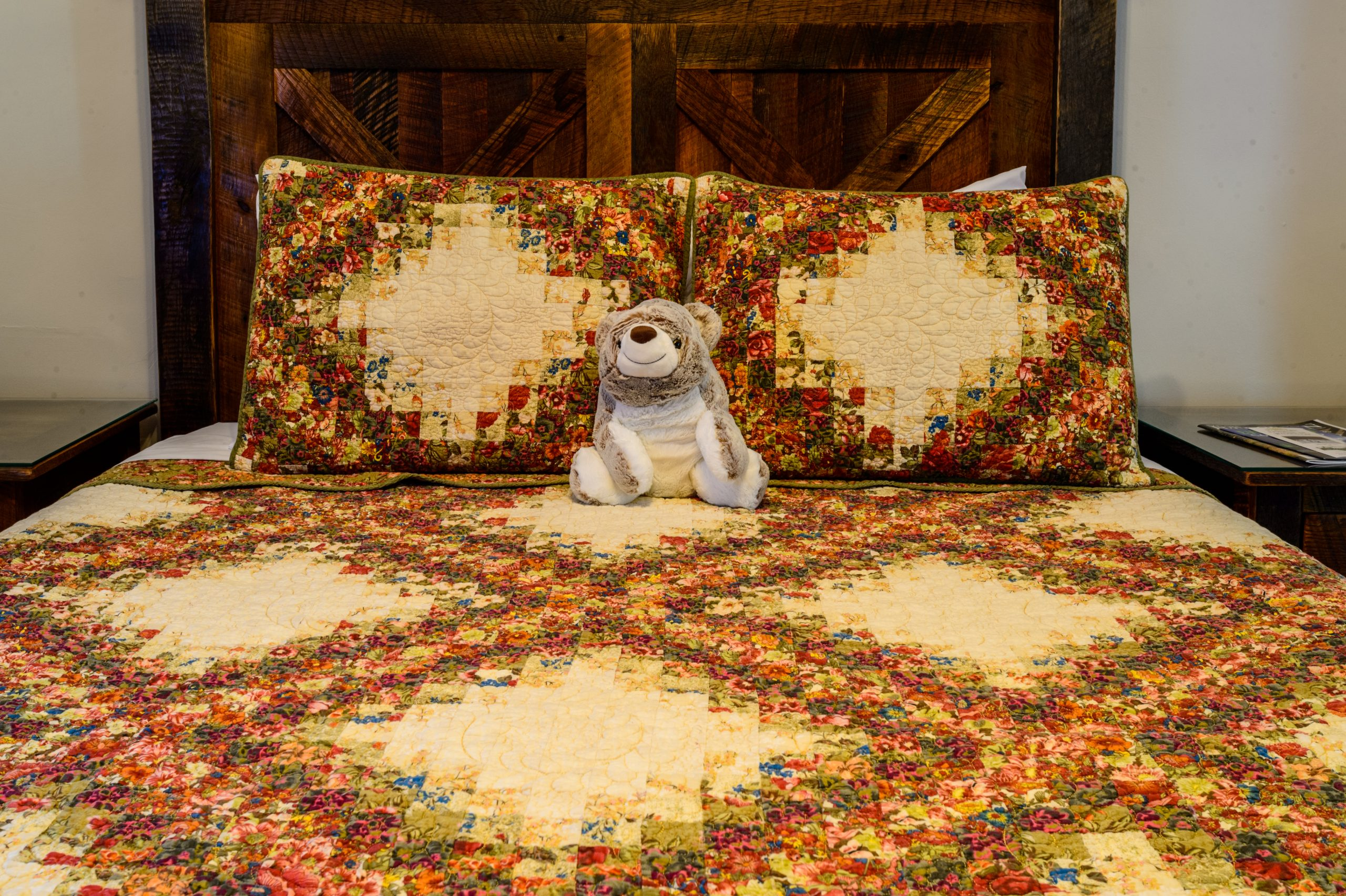 Farmhouse Queen Bed and Frannie